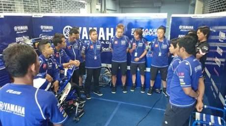 Tim dan crew Yamaha Factory Racing Indonesia team di paddock