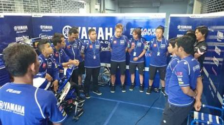 Tim dan crew Yamaha Factory Racing Indonesia team di paddock
