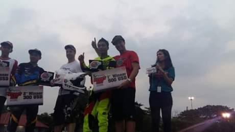 Wawan Tembong menggunakan Yamaha MT-25 yang membawanya jadi jawara Kejuaraan Inteernational Freestyle ASEAN Stunt Day (2) pertamax7.com