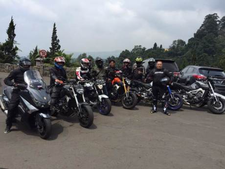 Yamaha Revs CBU Indonesia Geber Big Bike Turing Indonesia Bike Week