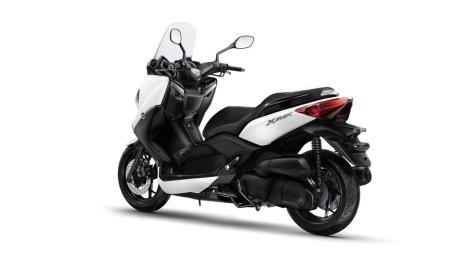 2015-Yamaha-X-MAX-250-ABS-EU-Absolute-White-Studio-005 tampak samping belakang