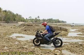Aksi Yamaha R15 Libas Karang dan Air Laut Pantai Anyer, waspada karat 06 pertamax7.com