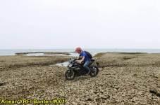 Aksi Yamaha R15 Libas Karang dan Air Laut Pantai Anyer, waspada karat 10 pertamax7.com