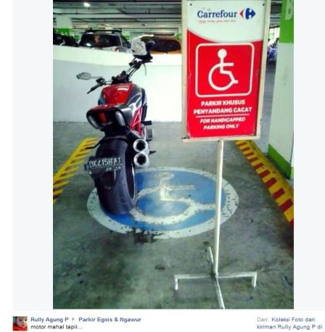 Ducati Diavel Kok Parkir di tempat parkir khusus Penyandang Cacat  pertamax7.com
