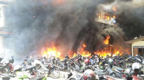 Gedung Mapolda Jateng Terbakar, banyak Motor Hangus 02 Pertamax7.com