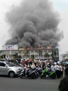 Gedung Mapolda Jateng Terbakar, banyak Motor Hangus 18 Pertamax7.com