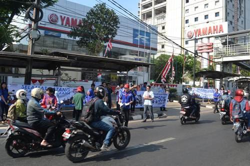 Hari pelanggan nasional Kejutan di jalanan Jakarta saat Hari Pelanggan Nasional 2015 Pertamax7.com