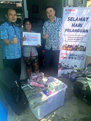 Ibu Nining mendapatkan dana bantuan usaha dari PT Yamaha Indonesia Motor Manufacturing yang secara simbolis diserahkan oleh perwakilan Yamaha di Semarang