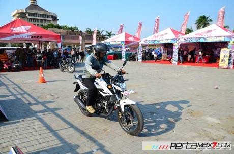 intip-acara-grand-launching-all-new-Honda-CB15R-dan-New-Sonic-150R-Ponorogo-Jatim02 Pertamax7.com