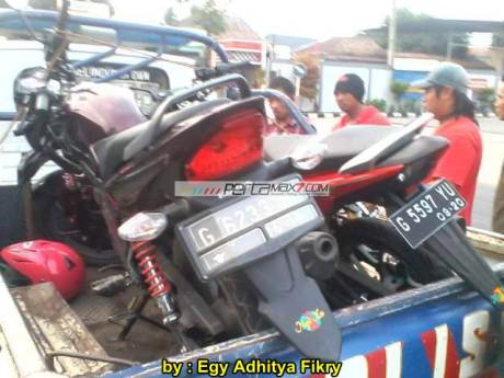 Kecelakaan New Honda Sonic 150R karena verza nyelonong 02 pertamax7.com
