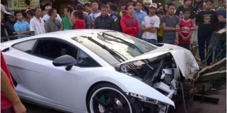 Lamborghini  Tabrak Motor di kelapa gading 00 pertamax7.com
