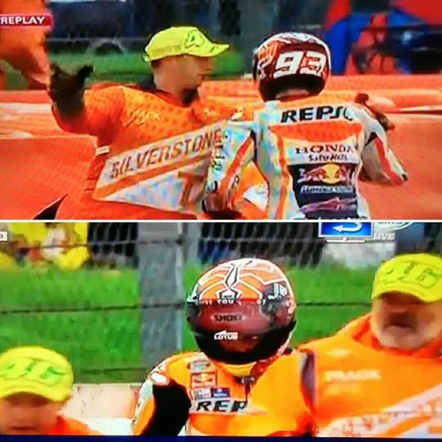 Marshall Motogp Silverstone 2015 Fans Rossi pakai Topi 46 saat Angkkat Marquez Crash 01 pertamax7.com