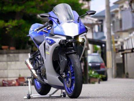 Modifikasi-Yamaha-R25-jadi-ala-All-New-Yamaha-R1-2015--pertamax7.com-1-