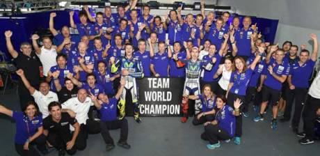 Movistar-Yamaha-Sabet-Gelar-Tim-Juara-Dunia-Motogp-2015-pertamax7.com