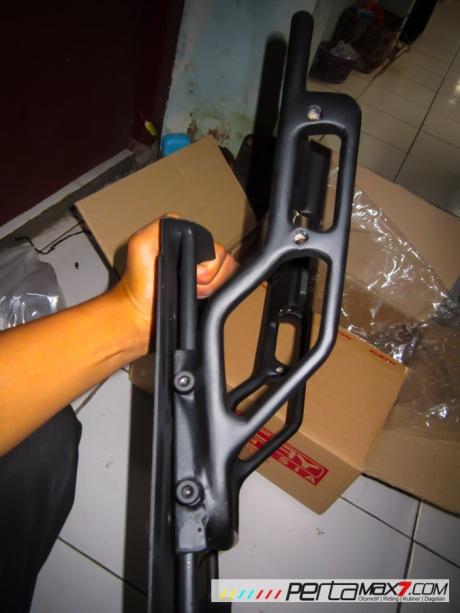 Mudahnya Pasang Braket geser Kucay di Honda Megapro plus Box Givi E20 Kuat mantabh 06 Pertamax7.com