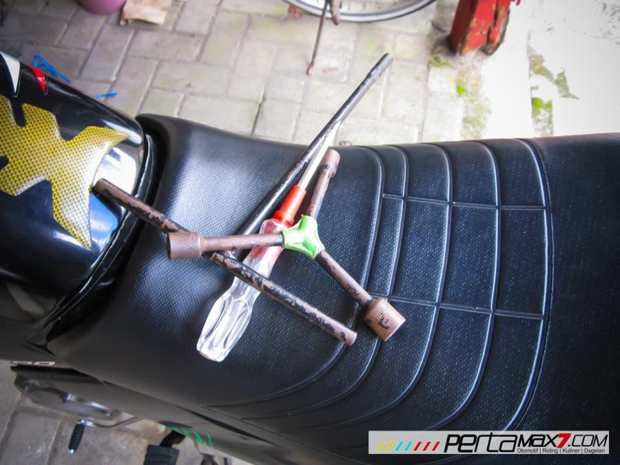Mudahnya Pasang Braket geser Kucay di Honda Megapro plus Box Givi E20 Kuat mantabh 09 Pertamax7.com