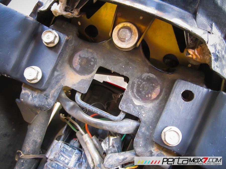 Mudahnya Pasang Braket geser Kucay di Honda Megapro plus Box Givi E20 Kuat mantabh 12 Pertamax7.com