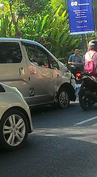 Ngilu Lihat Tabrakan Bebek vs Mobil ini, Sampai Mesin pecah 02 pertamax7.com