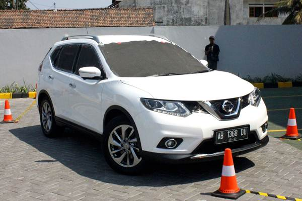 Nissan X-Trail Blind Parking Challenge Parkir Tanpa lihat Spion dengan Around View Monitor 03 pertamax7.com