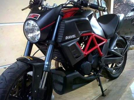 Serem....Modifikasi Honda Tiger Jadi ala Ducati Diavel hitam pertamax7.com
