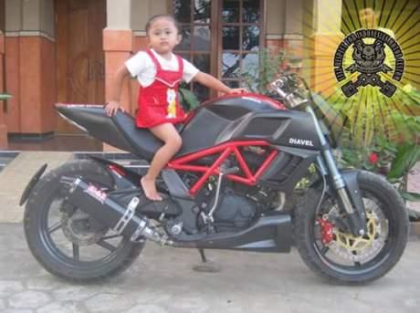 Serem....Modifikasi Honda Tiger Jadi ala Ducati Diavel pertamax7.com