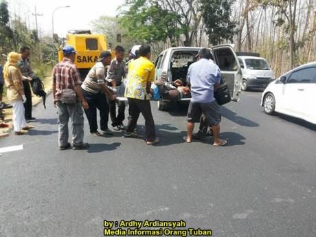 Terobos Rambu Perbaikan Jalan Tabrak Alat Berat Di Tuban 00 pertamax7.com