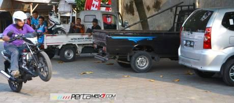 uji wheelie new Honda Sonic 150R pertamax7.com