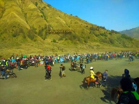 400-Yamaha-R15-Sejatim-dan-Bali-Tiba-di-Gunung-Bromo-pertamax7.com