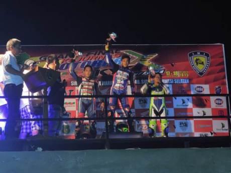 Ahwin Sanjaya (tim Yamaha Yamalube KYT TDR IRC Trijaya)memenangi MP3 & MP4 seri Grand Final Motoprix 2015