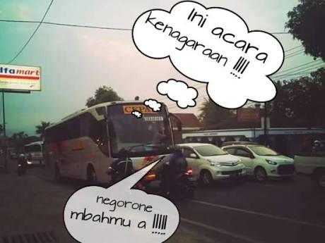 Aksi Rider Honda Vario hadang Bus Eka lawan arus di Salatiga 01 Pertamax7.com