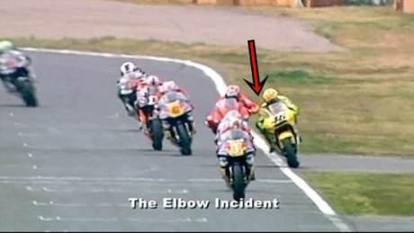 biaggi elbow  to rossi motogp 2001 pertamax7.com