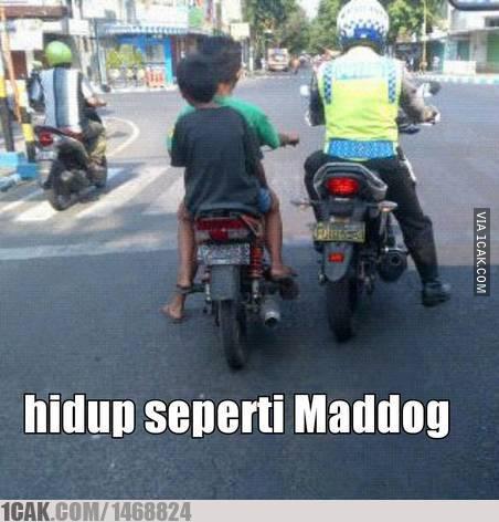 Bocah Naik Motor Tanpa Helm jejer Pak Polisi di Tulungagung