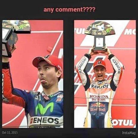 Dapet Aja Foto Pedrosa Girang vs Lorenzo Mrengut saat Podium Motogp Jepang 2015 pertamax7.com