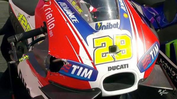 Fairing Ducati GP.15 Iannone sampai Bolong usai tabrak Burung di Motogp Australia 2015, kencang pertamax7.com