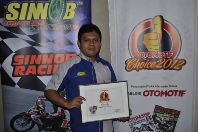Gir Sinnob raih penghargaan Sinnob Raih Penghargaan Motor Plus Reader Choice 2015 Pilihan Pembaca  03 pertamax7.com
