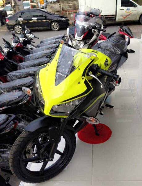 Honda CBR300R new colour ijo stabilo pertamax7.com 02 Pertamax7.com