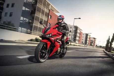 Ini dia Tampang Moge Honda CBR500R 2016 terbaru, lancip euy lampu depannya sadis pertamax7.com