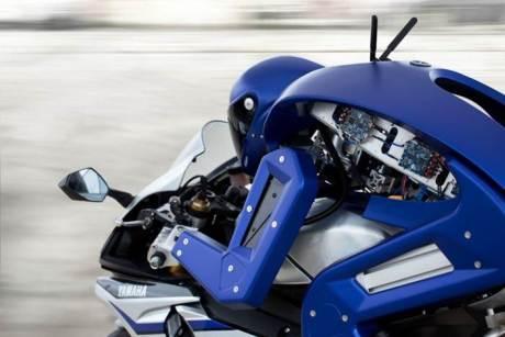 Ini dia YMVSV's MotoBot, Robot Penunggang Yamaha YZF-R1 melaju kencang pertamax7.com