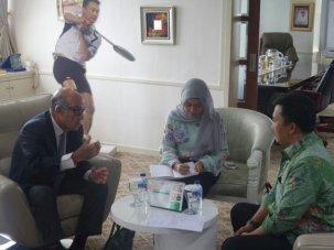 Menpora Imam Nahrawi menerima Dorna Sports Carmelo Ezpeleta bahas motogp Indonesia 2017 04 Pertamax7.com