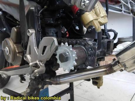 Modifikasi Bajaj Pulsar 200NS MonoArm pakai velg Belakang Mobil 00 pertamax7.com