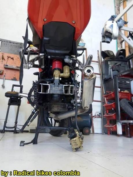 Modifikasi Bajaj Pulsar 200NS MonoArm pakai velg Belakang Mobil 19 pertamax7.com