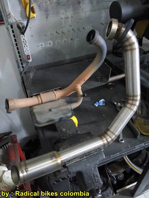 Modifikasi Bajaj Pulsar 200NS MonoArm pakai velg Belakang Mobil 22 pertamax7.com