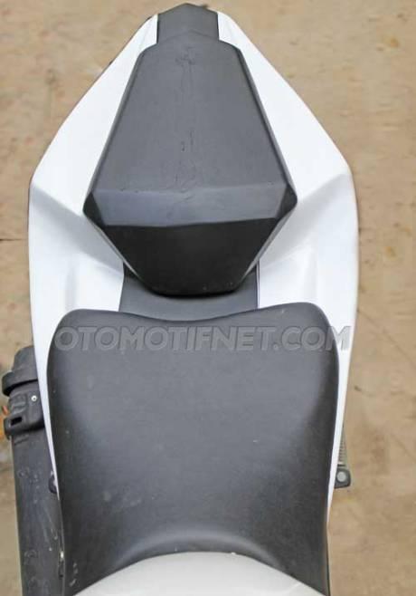 Modifikasi Jok Belakang Yamaha R15 biar Nggak nungging 02 Pertamax7.com