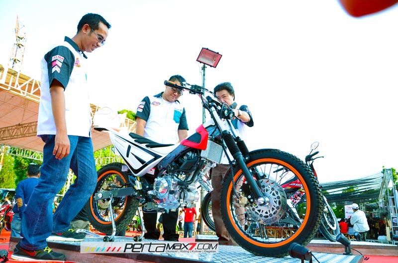 Modifikasi-New-Honda-Sonic-150r-Jadi-Motor-Trial-Ini-Memang-Sadis-09-Pertamax7.com