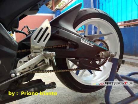 Modifikasi Yamaha Old Vixion berjubah fairing R15 V1.0 pake buntut R15 V2.0 ini gimana om08 Pertamax7.com