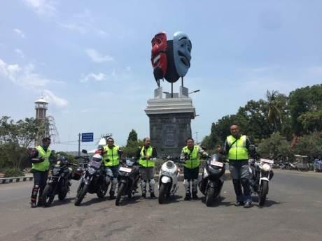 Pengurus YRFI Pusat bersama Asisten GM Marketing PT YIMM Mohammad Masykur turing ke Lampung dengan Yamaha 150 Series (2)