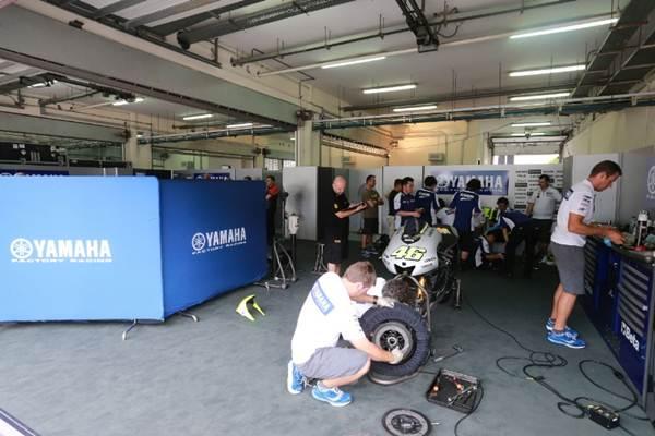 pit wall lorenzo vs rossi motogp pertamax7.com