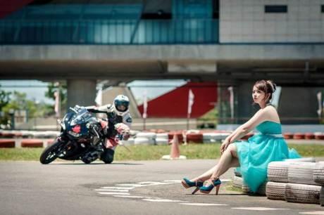 Pre Wedding Pakai Yamaha R3 ini bisa buat inspirasi 00 pertamax7.com
