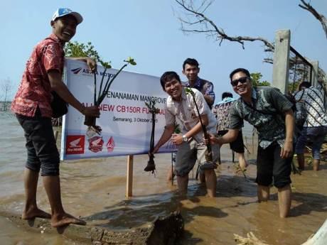 PT. AHM Gelar Program Sahabat Satu Hati Membatik serta 700 biker Honda  Cintai Batik Indonesia 00 pertamax7.com