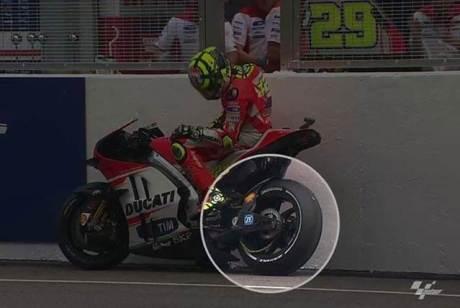 Rantai Ducati GP.15 Iannone terlepas di Free Practice 3 Motogp Sepang 2015, Ngeri pertamax7.com